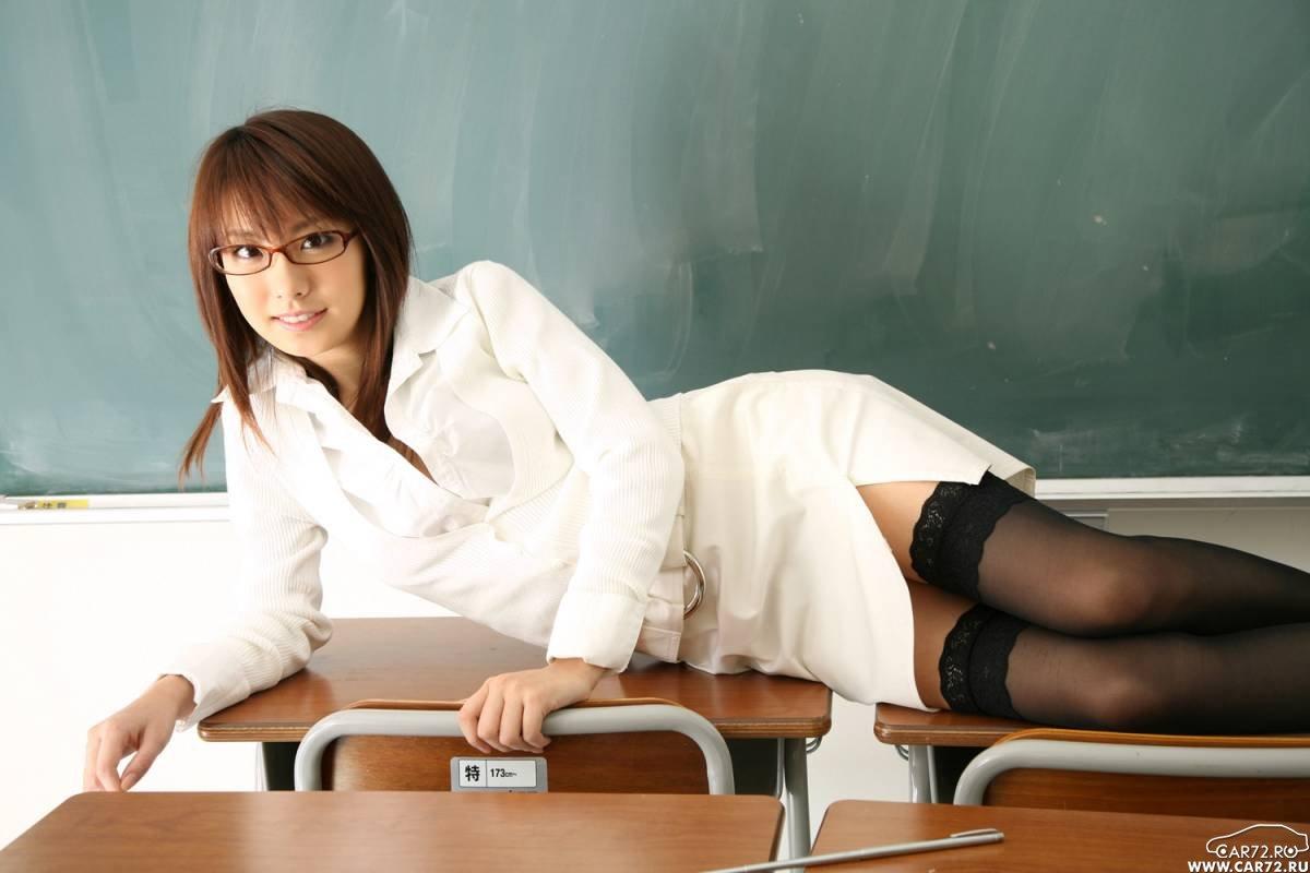 Японки в очках 3 фотография